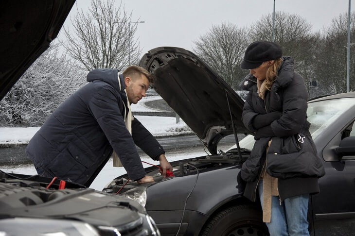 Early Warning Signs Of A Defective Car Battery
